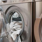 ウィンドブレーカーの洗濯方法と手順|注意点もわかりやすく解説